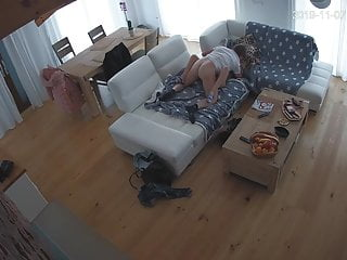 Hidden camera, saw off his wife and brought his mistress