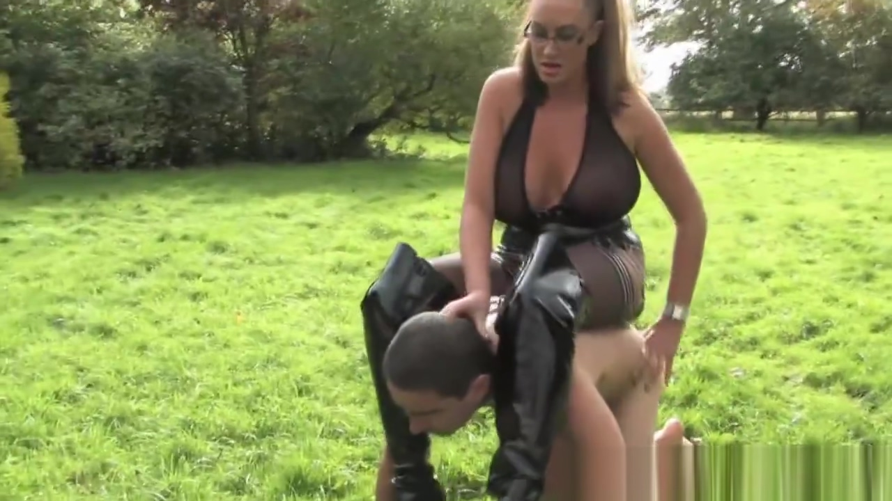 Busty dominatrix handling her puppyplay slave